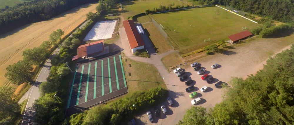 ssv-rossbach-wald-vereinsheim-sportplatz-luftbild--breitbild